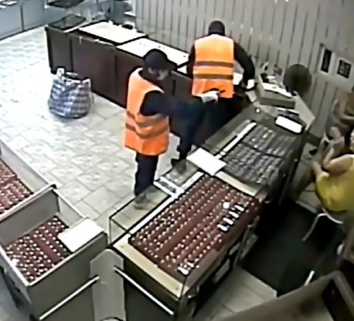 ВПодмосковье злоумышленники вмасках ограбили магазин на10 млн. руб.