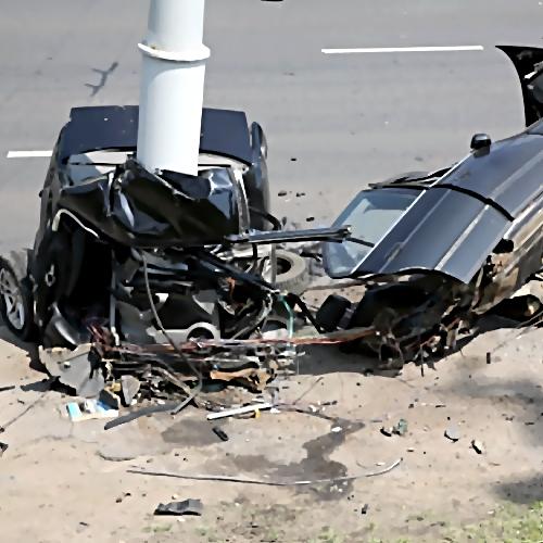 Смертельное ДТП вПетербурге: Вольво  врезался вопору электропередач