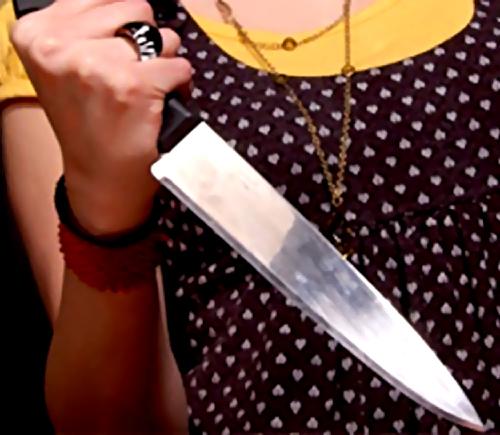 ВСамарской области пьяная женщина, защищаясь, пырнула любовника ножом