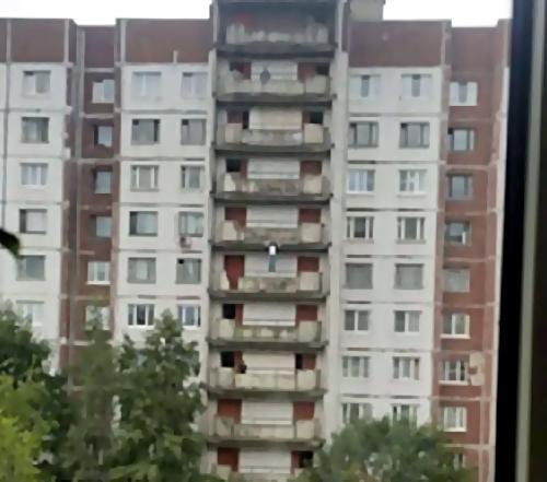 НаВыборгском шоссе ребенок сорвался сбалкона навосьмом этаже