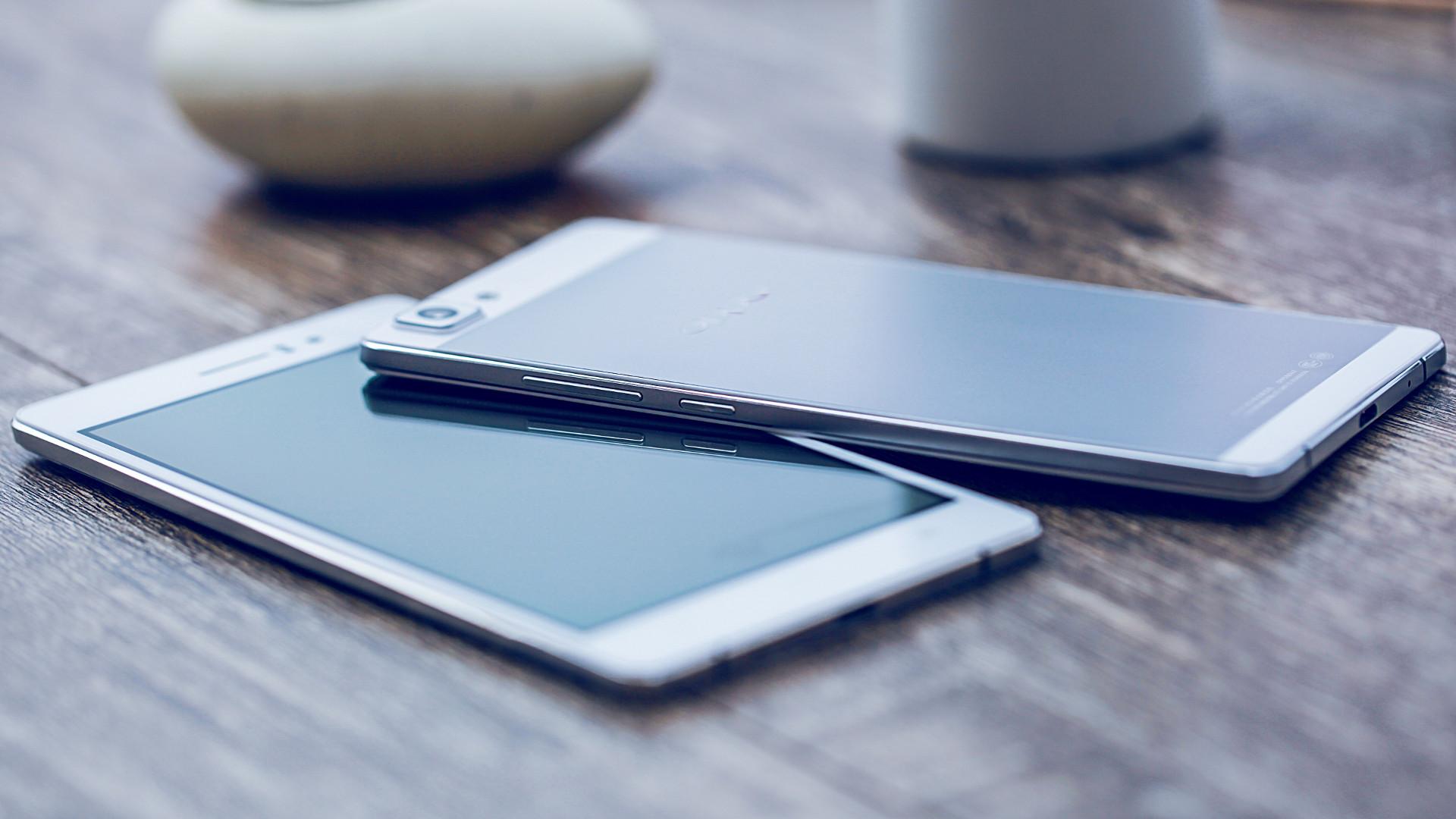 Названа десятка самых популярных смартфонов августа