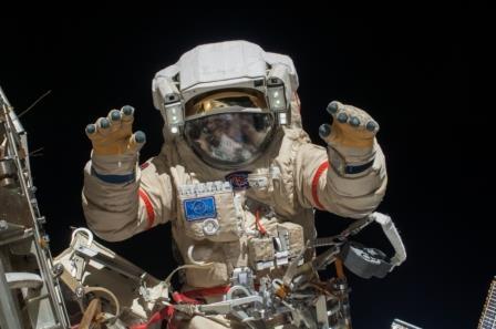 Русские  космонавты запустили 4 спутника вовремя выхода воткрытый космос