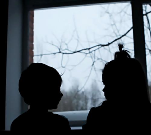 Брошенного годовалого ребенка отыскали вквартире насевере Петербурга