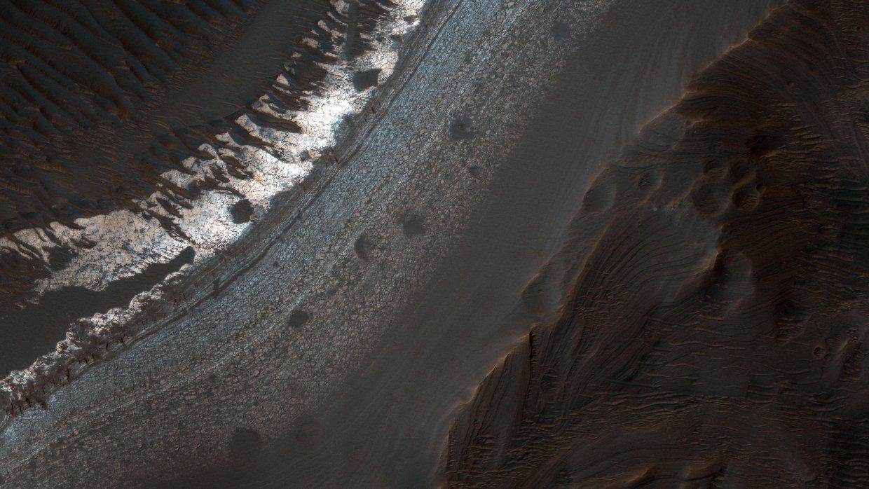 На экваторе Марса присутствуют запасы воды