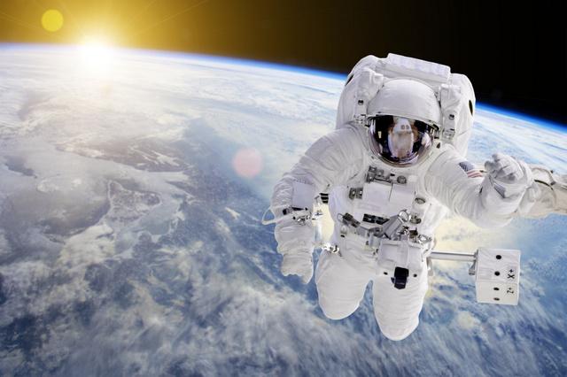 Завтра российские космонавты совершат очередной выход в открытый космос