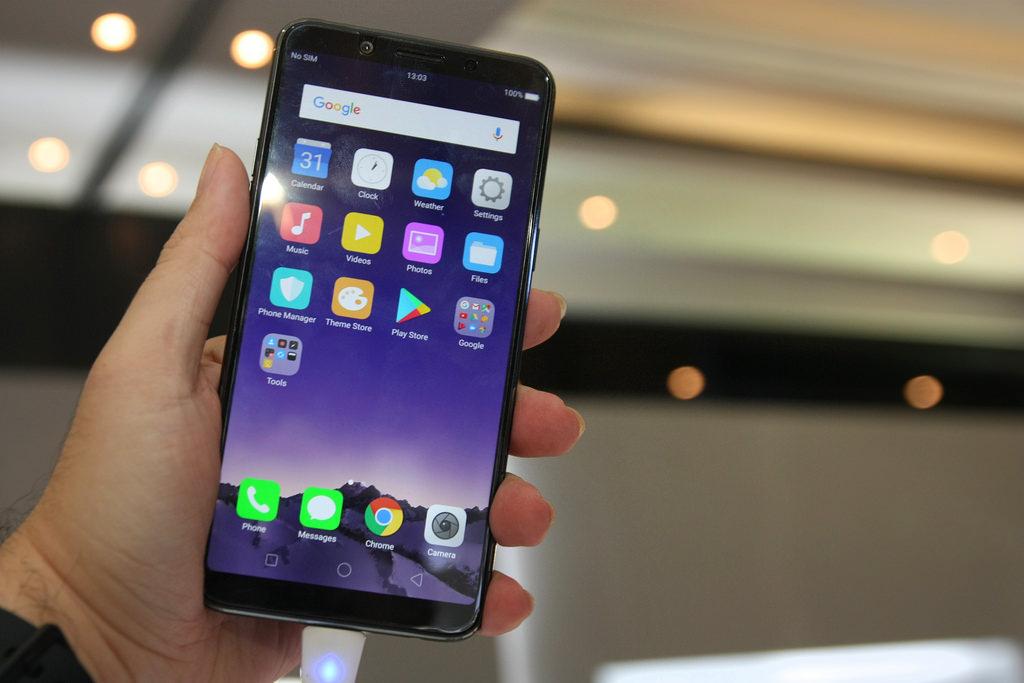 Oppo официально представила мобильные телефоны F9 иF9 Pro спроцессором MediaTek