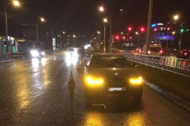 ВСтаврополе шофёр Ауди сбил 15-летнюю девочку напешеходном переходе