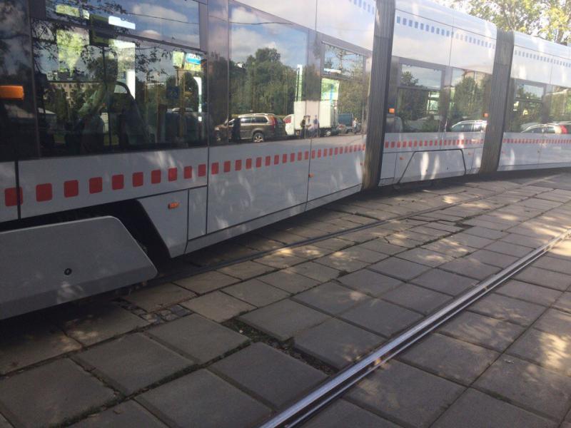 Насевере столицы трамвай сошел срельсов из-за дорожно-траспортного происшествия слегковушкой