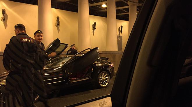 В российской столице шофёр Mercedes сбил 2-х человек и убежал
