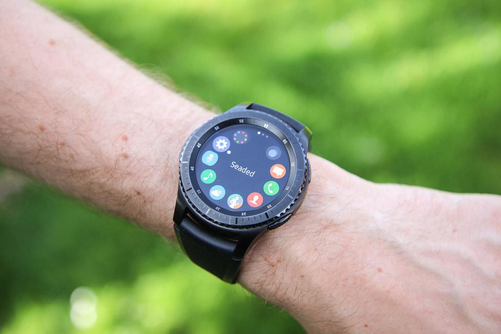 Компания Самсунг понижает цены налинейку смарт-часов Gear S3