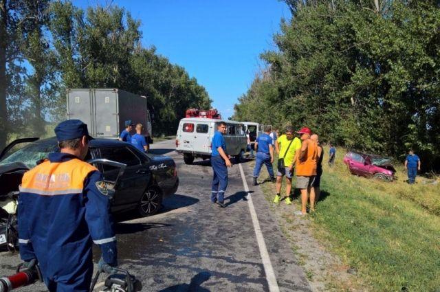 Один человек умер, два пострадали при столкновении машин— катастрофа наДону