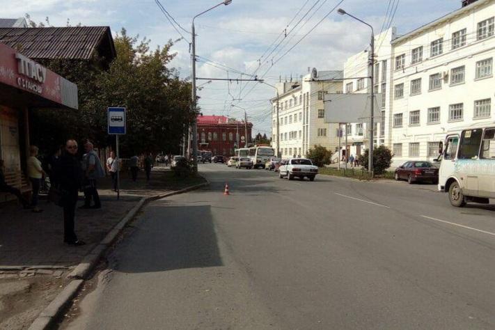 ВТомске под троллейбус попал 65-летний дедушка