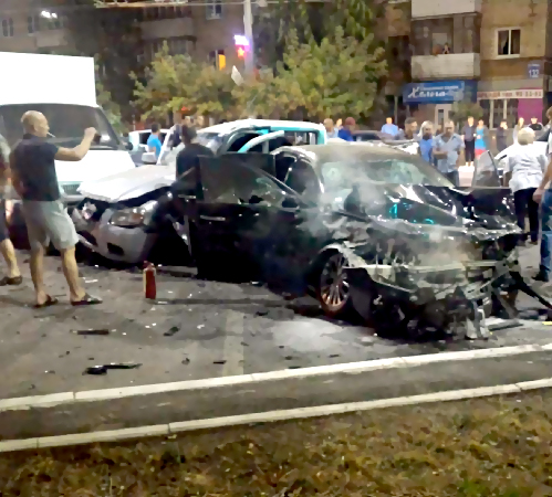 ВОренбурге напроспекте Победы столкнулись 4 машины