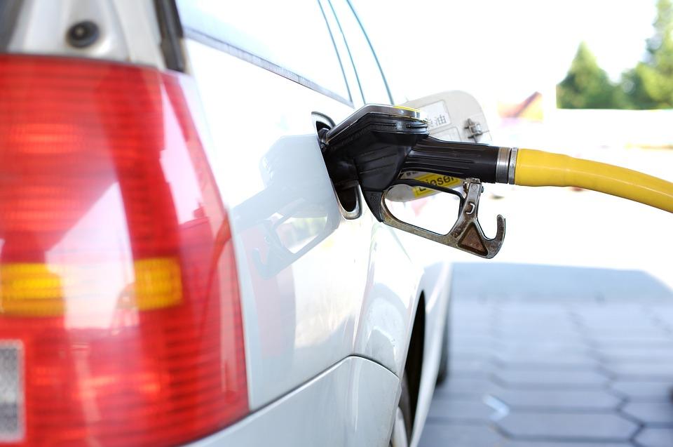 Специалисты назвали ТОП-3 настоящих метода экономии топлива