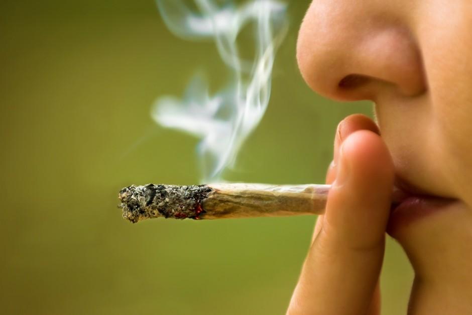 Ученые: курение марихуаны влияет нажелание зарабатывать
