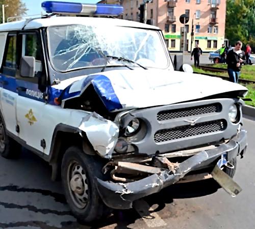 ВЧереповце вДТП сполицейским УАЗом пострадал ребенок