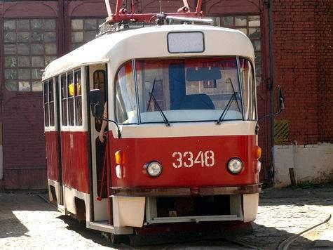 ВРостове трамвай протаранил три автомобиля, пострадал ребенок