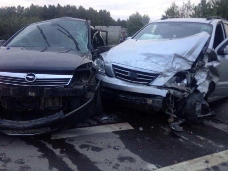 ВПодмосковье такси врезалось встолб, пострадали 4 человека