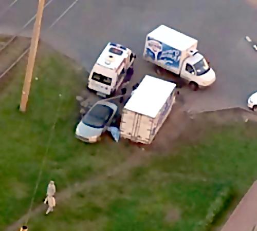 НаВыборгском шоссе мужчина скончался, заменяя колесо уавтомобиля