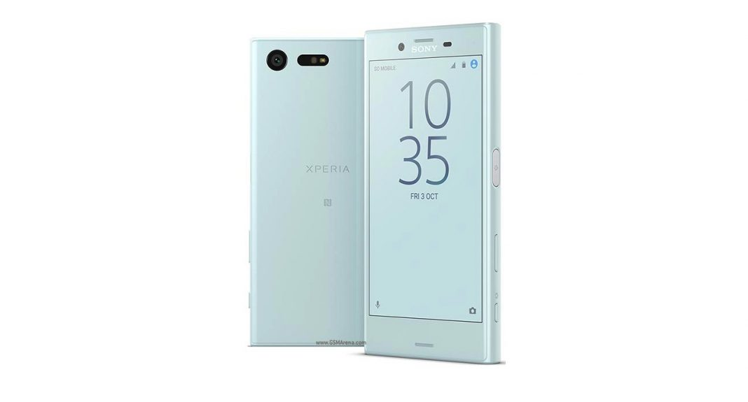 Смартфон Сони Xperia XCompact стал доступен для покупки вАнглии
