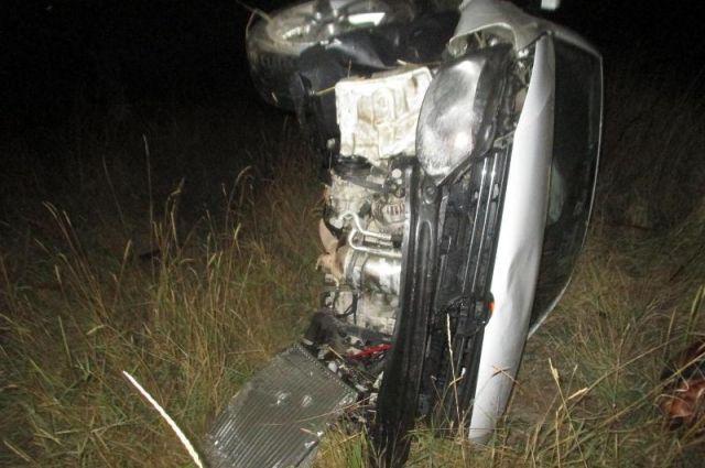 НаСтаврополье шофёр навысокой скорости въехал вдерево, два человека погибли