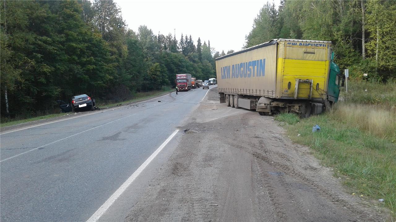ДТП натрассе вУдмуртии: легковой автомобиль столкнулся с фургоном ФОТО