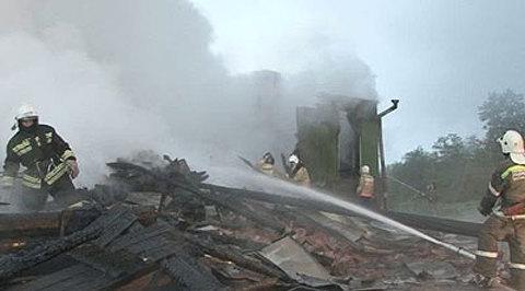 ВНовгородской области дотла сгорели дом игараж