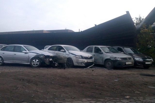 ВЧереповце нетрезвый шофёр врезался впарковку иразбил восемь машин