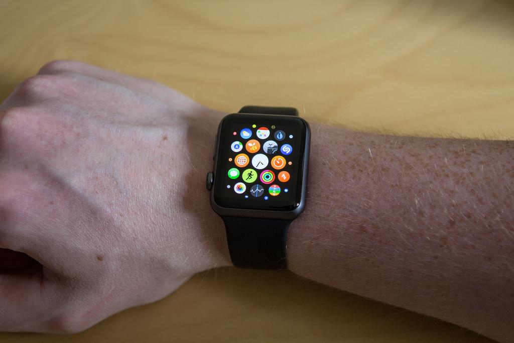 Пользователь сравнил громкость новых Apple Watch иiPad Мини