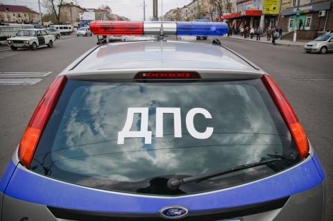 ВИркутске в 5 утра воскресенья минивен Хонда протаранил ограду дома