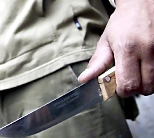 ВЕйске мужчина пырнул ножом своего приятеля