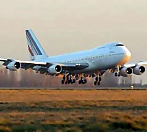 Грузовой Boeing совершил вынужденную посадку ваэропорту Новосибирска
