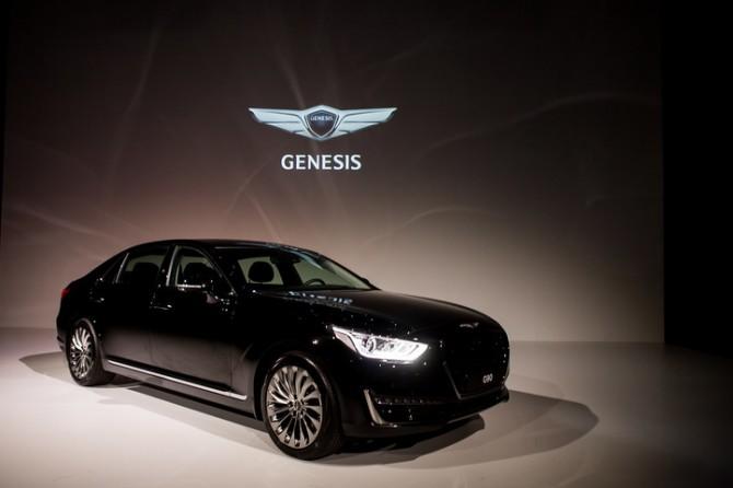 Стали известны российские комплектации премиум-седана Genesis G90