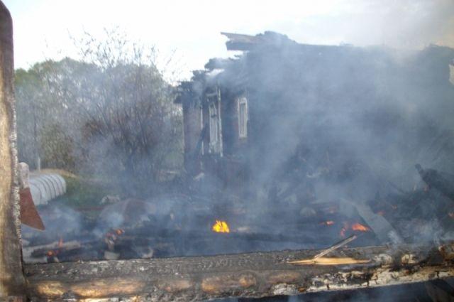 ВСмоленске вгорящем доме умер мужчина