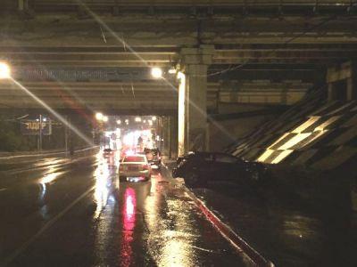 ВРостове «Opel Astra» врезался вопору моста, погибла девушка