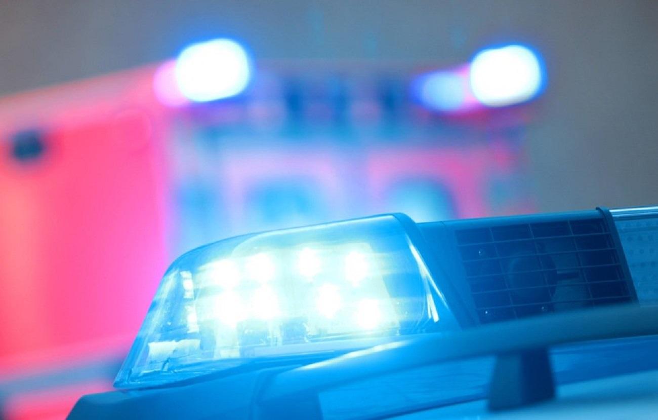Иномарку разорвало при столкновении срекламным щитом вОренбурге. Погибли трое