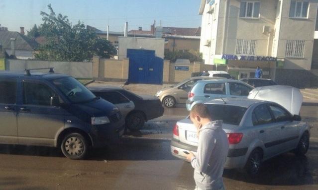ВРостове наАрмянской столкнулись две иномарки, шофёр ипассажир в клинике
