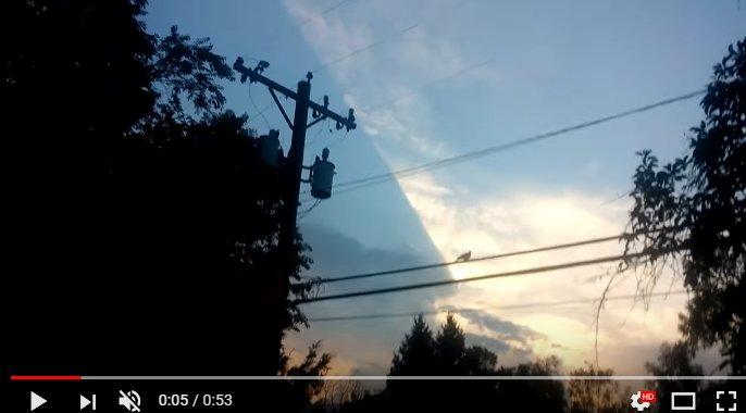 Житель америки снял нависший над его домом НЛО