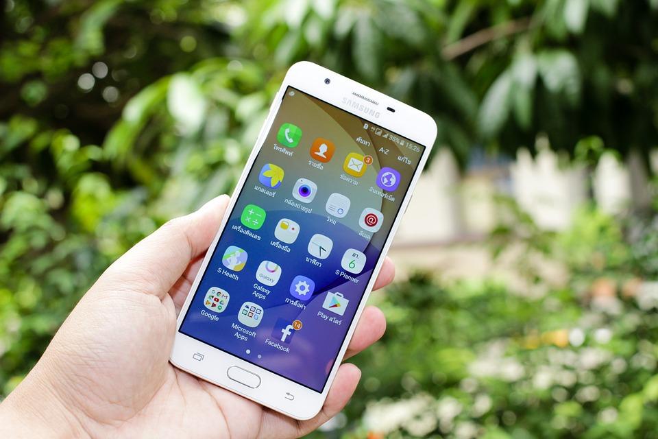 Новые мобильные телефоны от Самсунг получат флагманские технологии