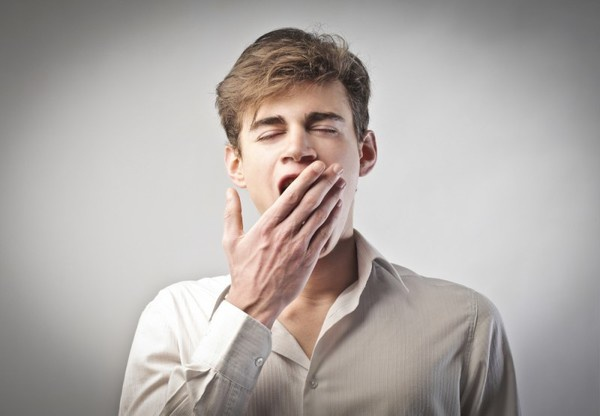 Ученые пояснили, почему зевота является заразной