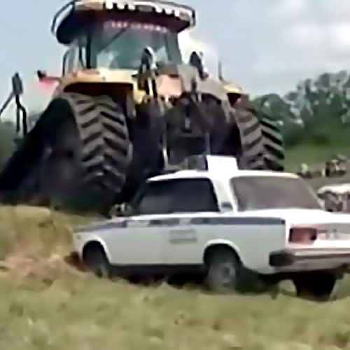 Фермер-депутат пошел тараном наполицейских вЛенобласти