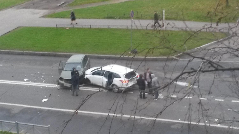 ДТП сучастием 3-х авто случилось наулице Лени Голикова