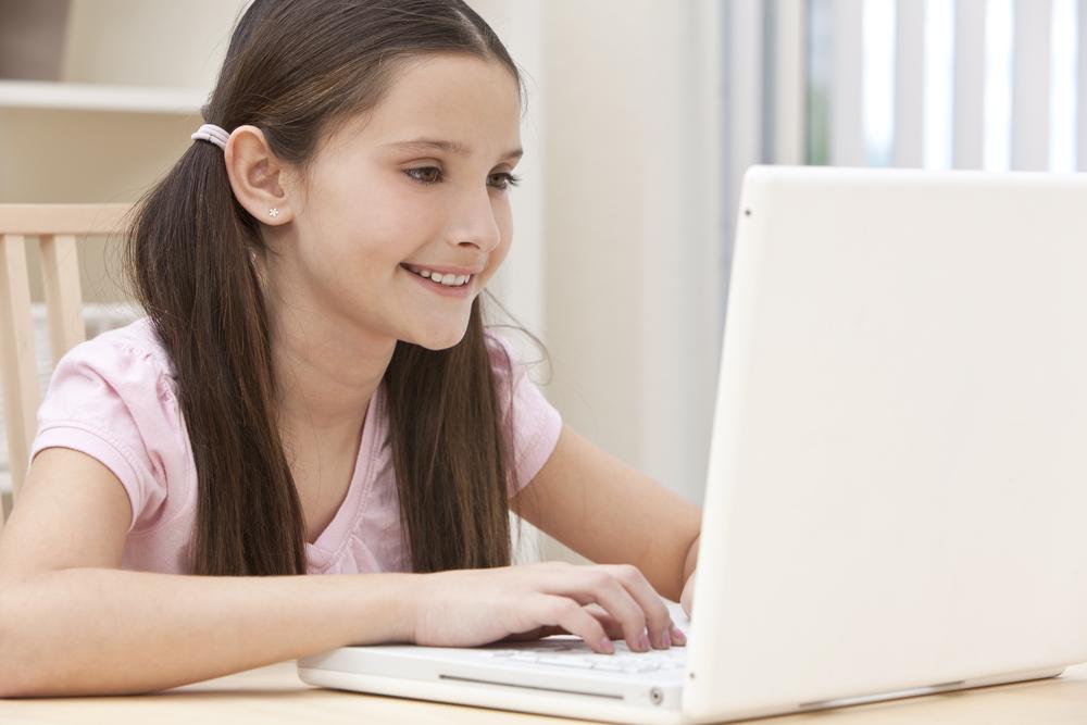 Организация IconKids&Youth изучила активность детей всети интернет