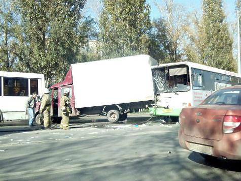 ВСамаре наМосковском шоссе автобус врезался в фургон