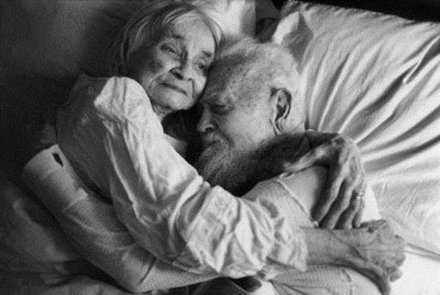 Ученые: Жизнь престарелых женщин труднее мужской