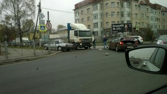 При столкновении 2-х авто вПетербурге пострадал пятимесячный парень