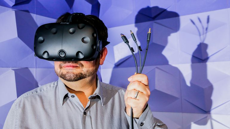 Шлем виртуальной реальности HTC Vive выходит на рынок России