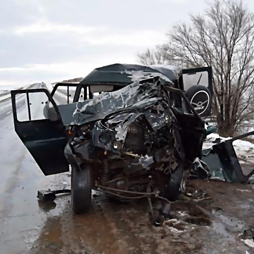 Машину разорвало начасти. Три человека погибли в трагедии вСургуте