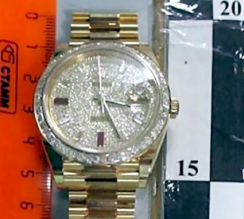 Вкраснодарском аэропорту задержали женщину счасами Rolex за7 млн руб.