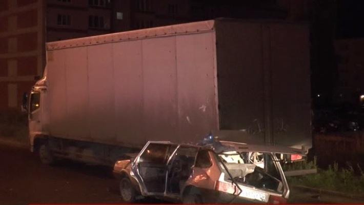 ВКазани «девятка» влетела в фургон: двое погибли